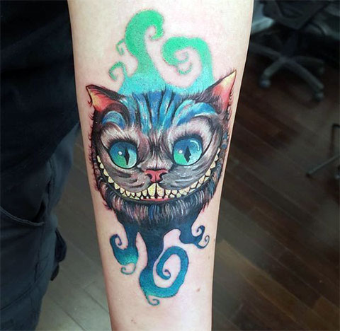 Чеширский кот на руке - фото татуировки