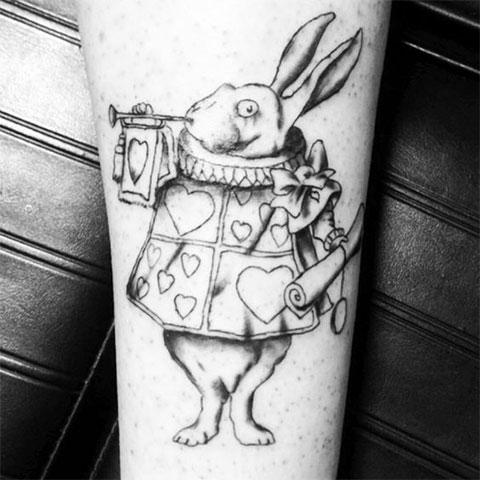 Татуировка кролик из Алисы в стране чудес