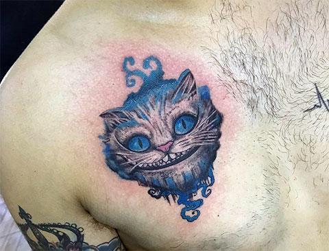 Тату чеширский кот из Алисы в стране чудес у мужчины