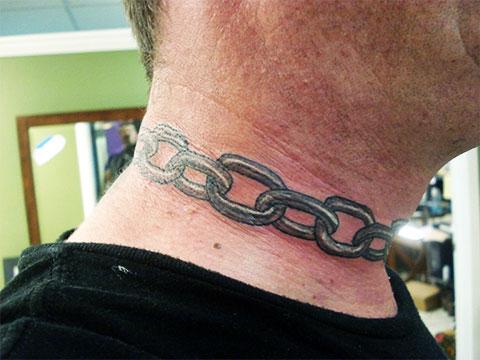 Тату цепь на шее