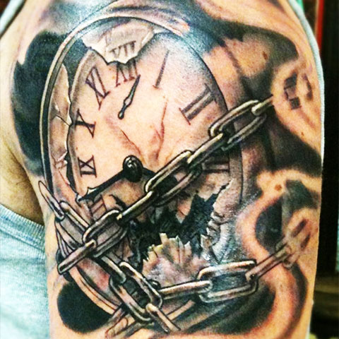 Тату часы перевязанные цепью