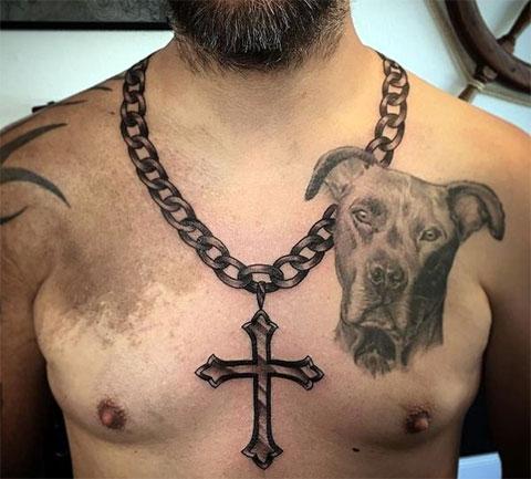 Тату цепь с крестом на шее у мужчины