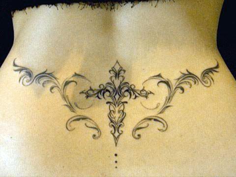 Татуировка для девушек на пояснице - узор