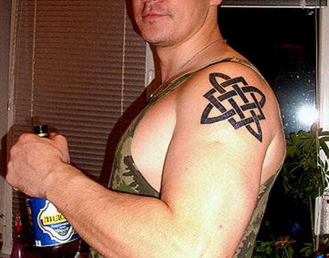 Тату звезда Руси на плече - фото