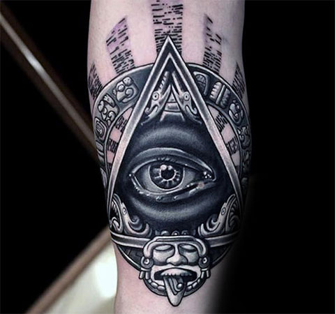 Татуировка с глазом в треугольнике
