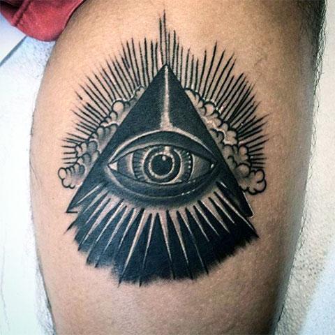 Тату глаз в треугольнике на ноге