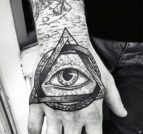 Тату глаз в треугольнике на кисти