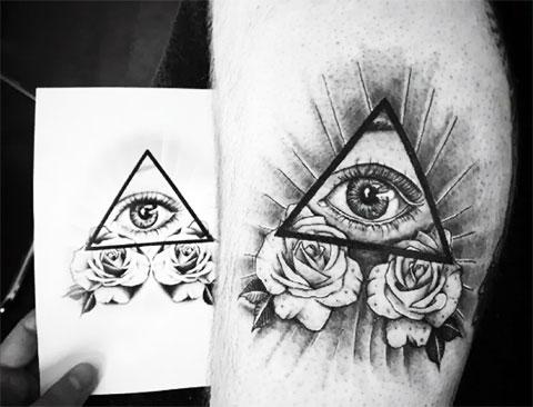 Эскиз тату глаз в треугольнике