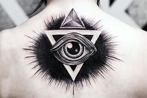 Тату глаз в треугольнике