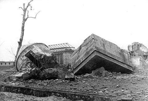 Руины бункера Гитлера после сноса в 1947 году