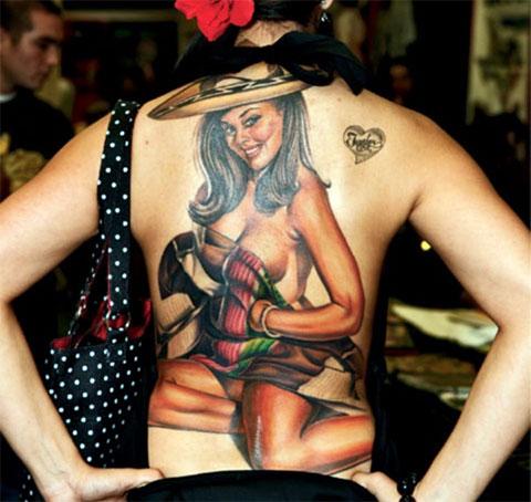 Цветная женская тату на спине