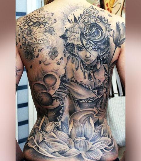 Большая женская татуировка на спине