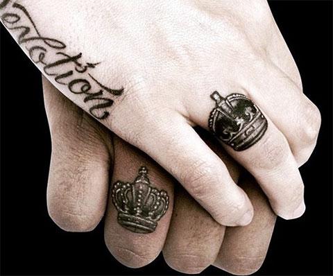 Тату на пальцах - короны