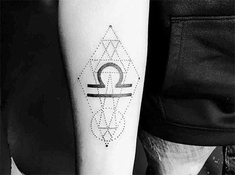 Тату знак зодиака весы в геометрии