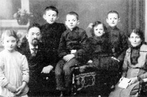 Менахем Бейлис в кругу семьи