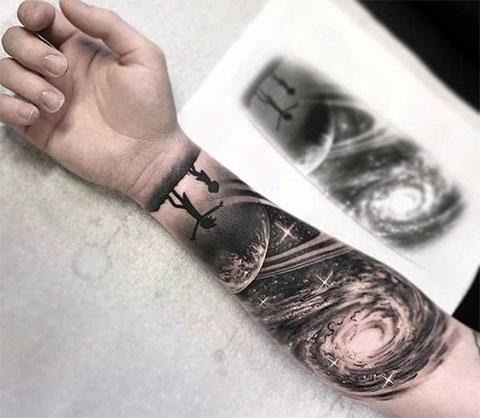 Сюжетная татуировка млечный путь
