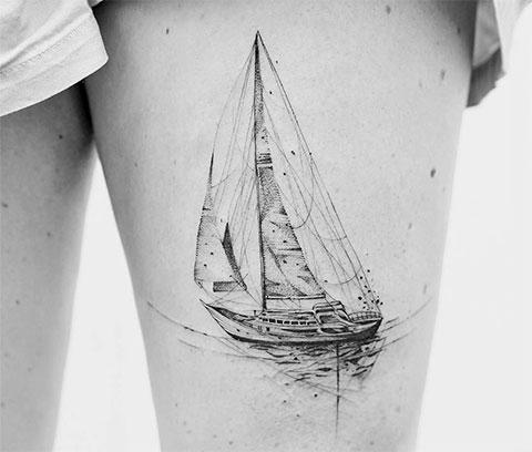 Татя яхта с парусом