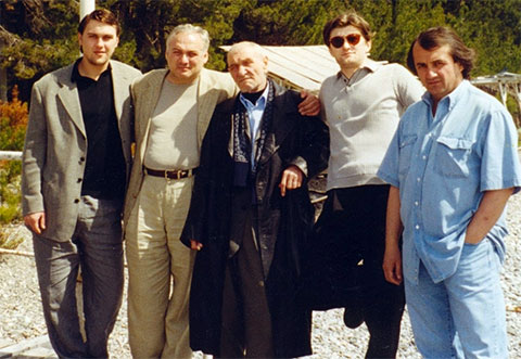Слева: вор в законе Константин Васильев (Костя Шрам), авторитет Бесик Джонуа, воры в законе Анатолий Дуплищев (Толик Амбал) и Валало Ишхнели