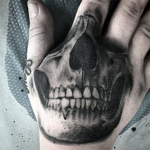 Мужская тату на кисти - череп