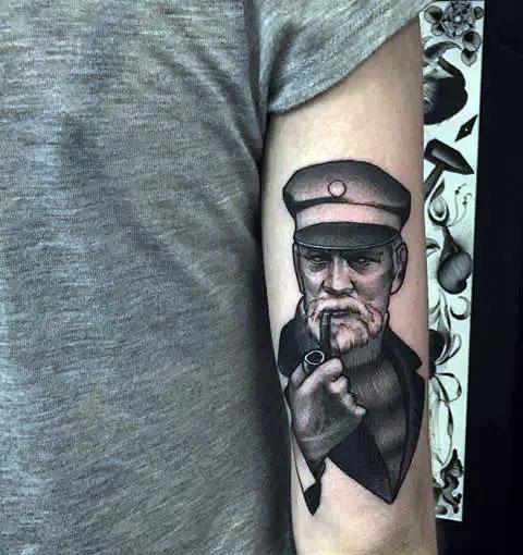Татуировка с капитаном