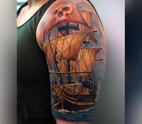 Цветная тату пиратский корабль