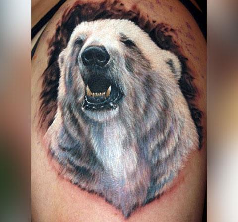Татуировка белый медведь на плече