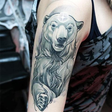 Тату белый медведь женщине