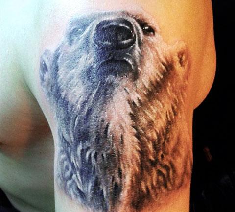 Наколка белый медведь на плече