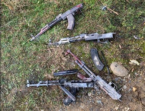 Сожженные вместе с автомобилем киллеров автоматы Калашникова, использованные для убийства воров А.Шамбы (Астик) и А.Авидзбы (Хасик)