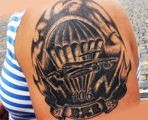 Татуировка ВДВ на плече