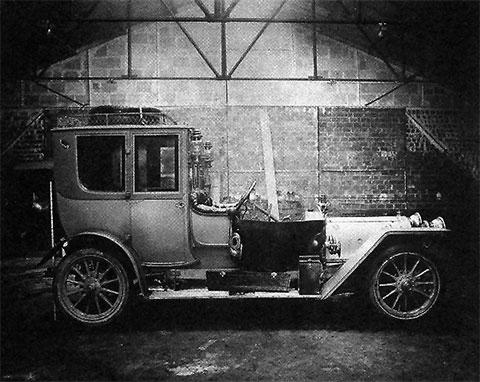 Угнанный автомобиль, на котором банда Бонно совершила свой первый налет