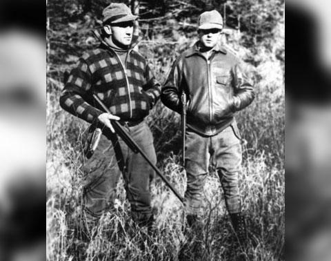 Слева: Бруно Гауптман на охоте