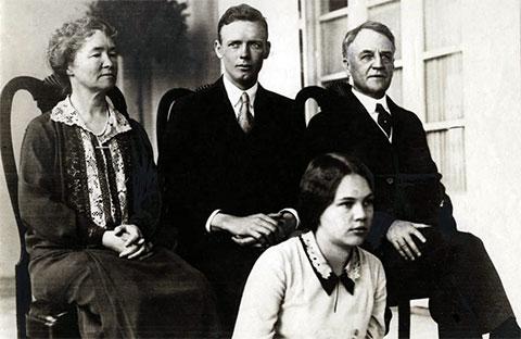 Чарльз Линдберг, его невеста Анна Морроу и ее родители - 1929 год