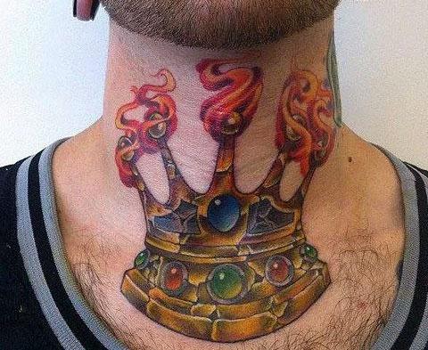 Тату корона на шее спереди