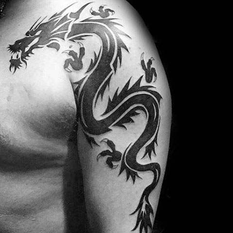 Тату дракон на руке мужчины - фото