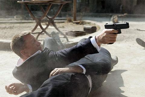 """Кадр из фильма """"Джеймс Бонд Координаты Скайфол"""""""