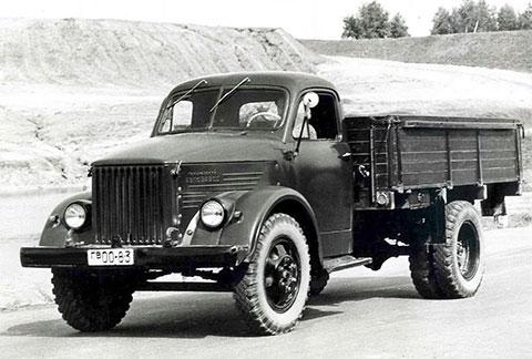 ГАЗ-51 - именно на таком автомобиле передвигались кассир и водитель