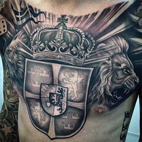 Рыцарская тату на груди