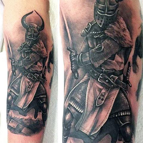 Тату рыцарь на руке