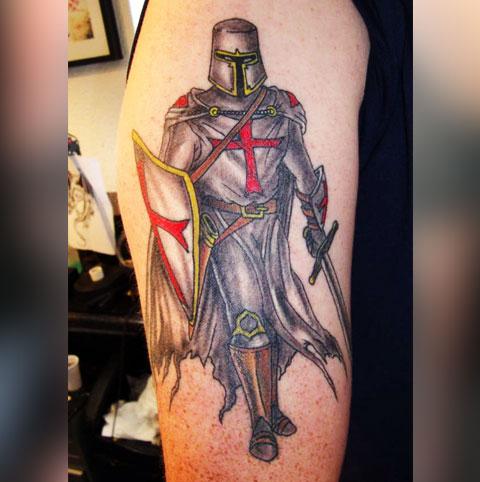 Тату на руке - рыцарь