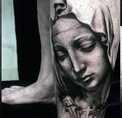 Татуировка Богородицы на ноге