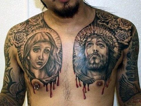 Тату Божией Матери и Иисуса на груди