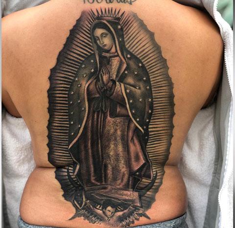 Татуировка Божья Матерь с младенцем на спине