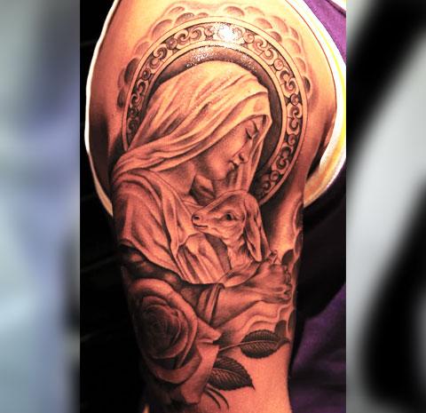 Татуировка Божья Матерь на плече