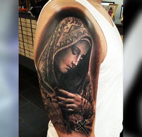 Наколка Божья Матерь на плече