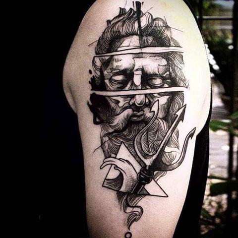 Мужская тату Посейдон на плече