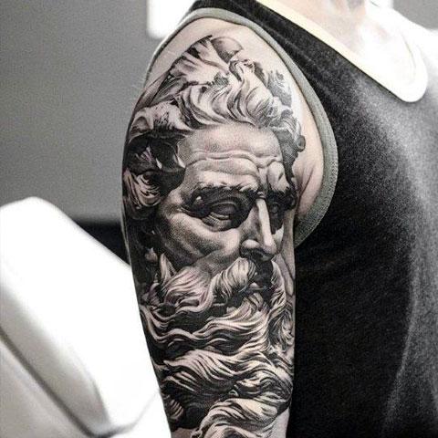 Посейдон - татуировка на плече