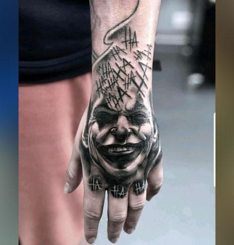 Тату Джокер на кисти руки