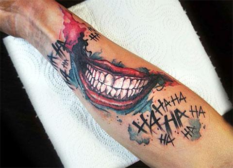Татуировка с улыбкой Джокера