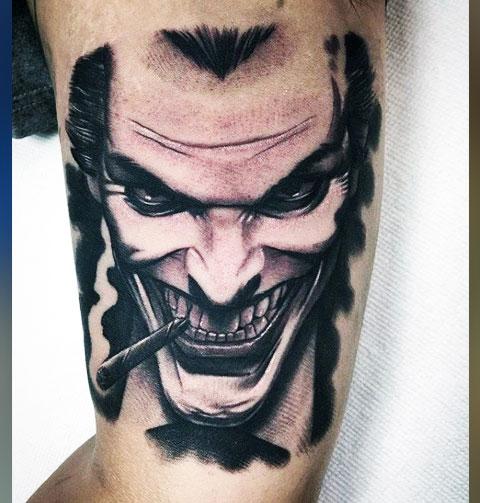 Тату улыбка Джокера